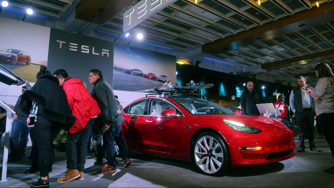 Photo of A Tesla não entregou o Modelo 3 de US $ 35.000 e poderia estar empurrando um carro mais caro, o quartzo