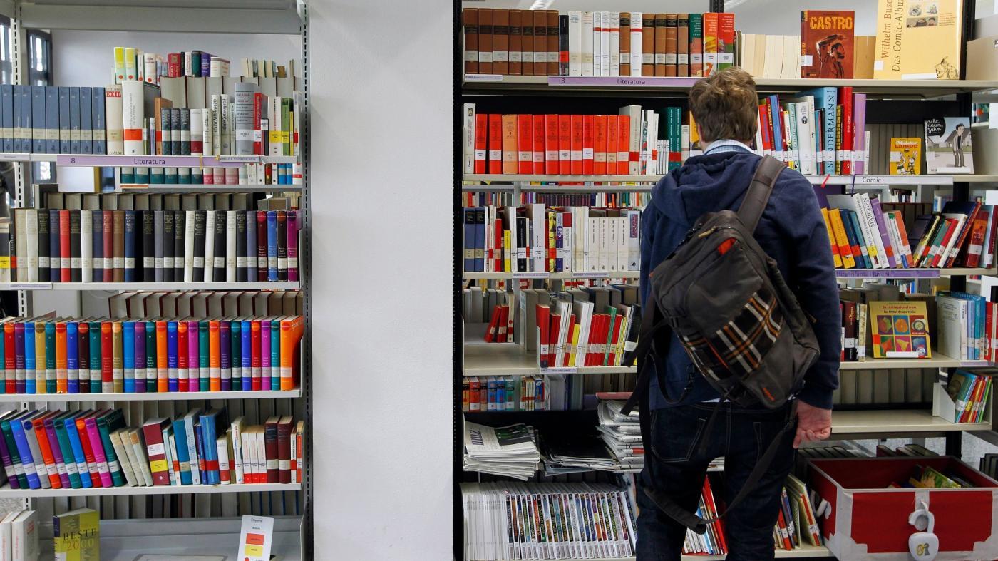 Photo of Por que traduções espanholas de obras literárias são censuradas, muitas vezes sem o conhecimento dos leitores – Quartzy