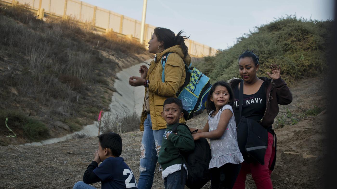 Photo of Patrulha de fronteira está separando crianças de pais HIV +, diz um funcionário – Quartz