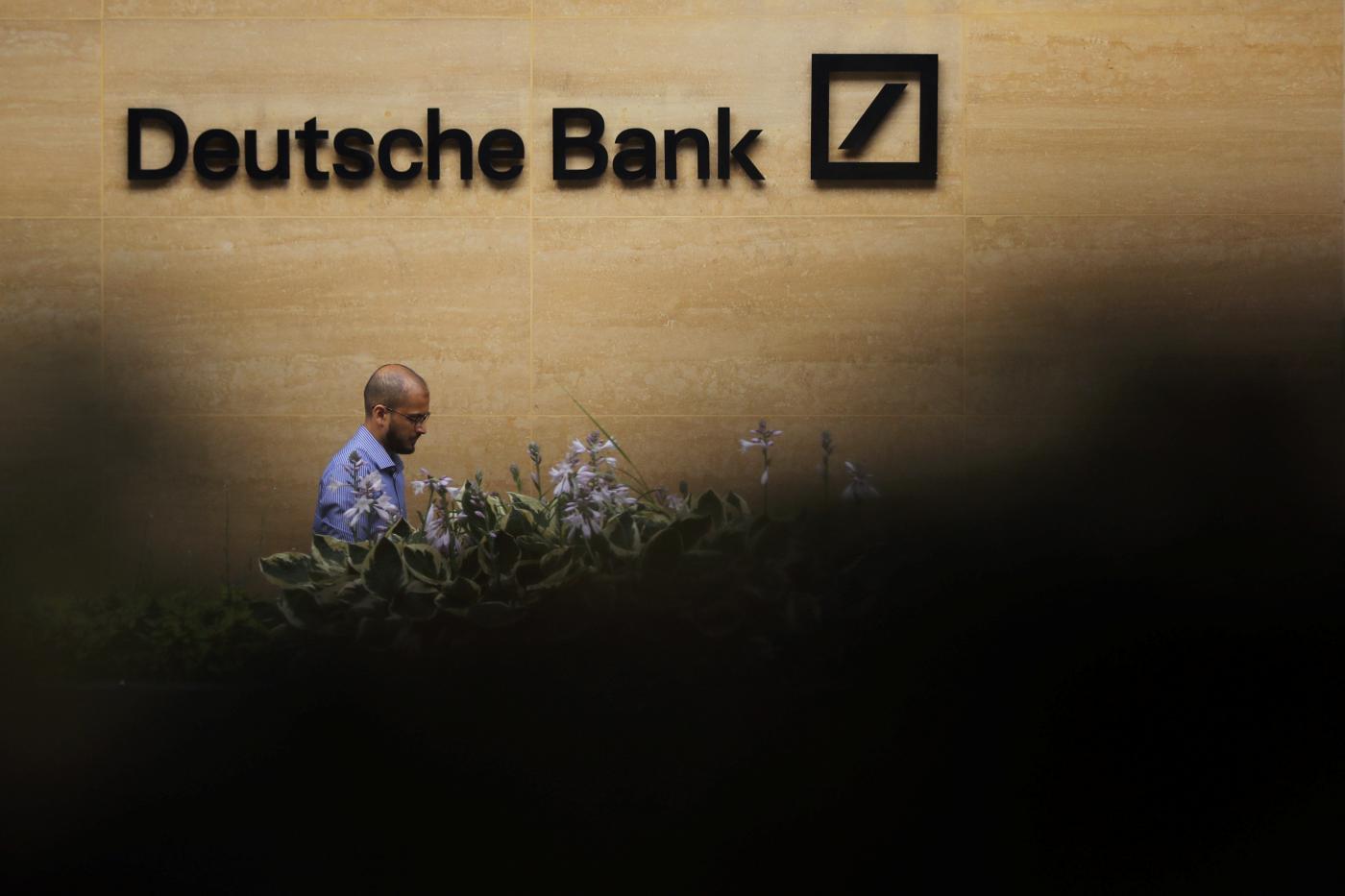 """Photo of Deutsche Bank paga SEC $ 16 milhões para contratações """"principescos"""" – Quartz"""