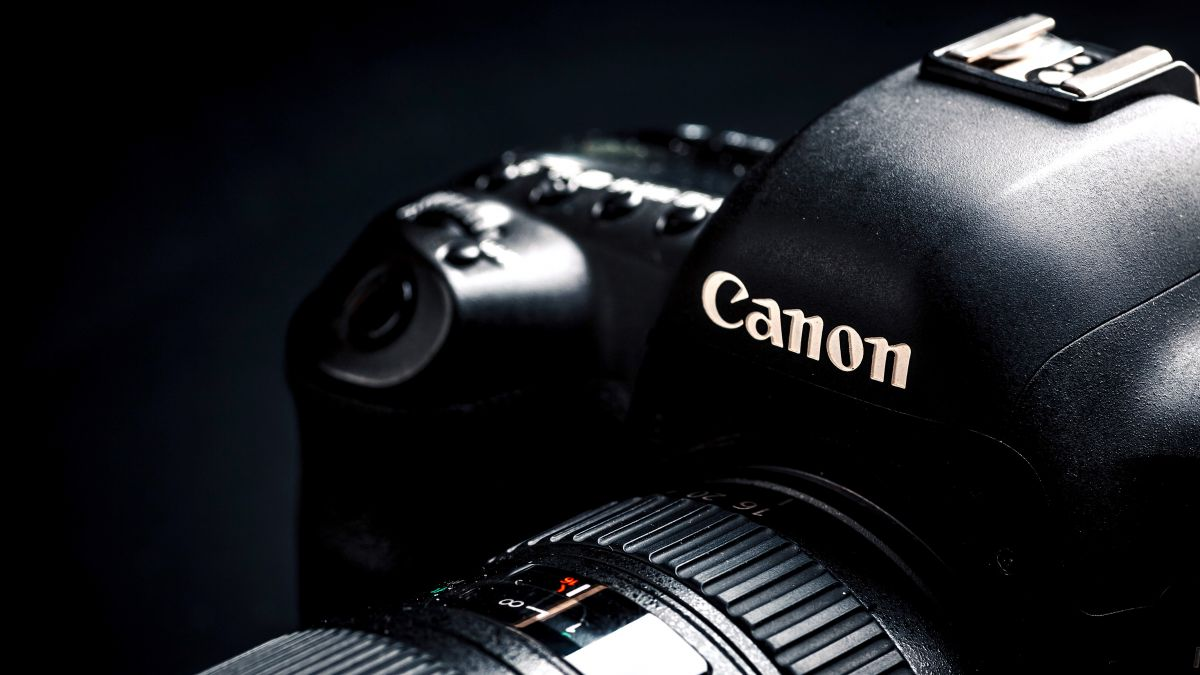 Photo of As Canon EOS 5D Mark V e EOS R Mark II aparecem no roteiro interno da empresa