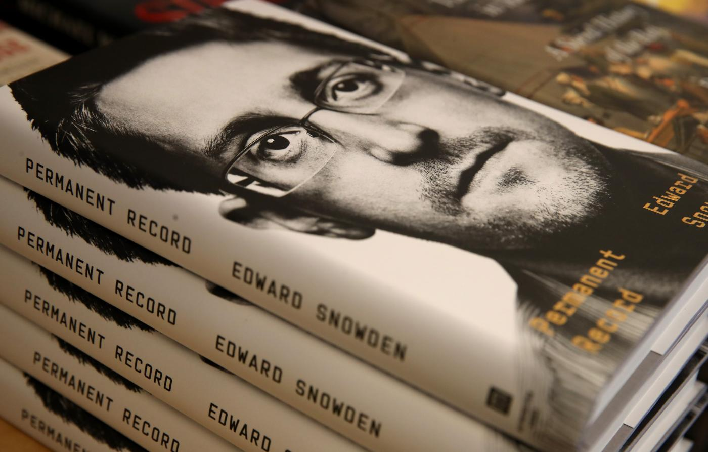 Photo of Edward Snowden pede censura chinesa ao seu livro – Quartzo
