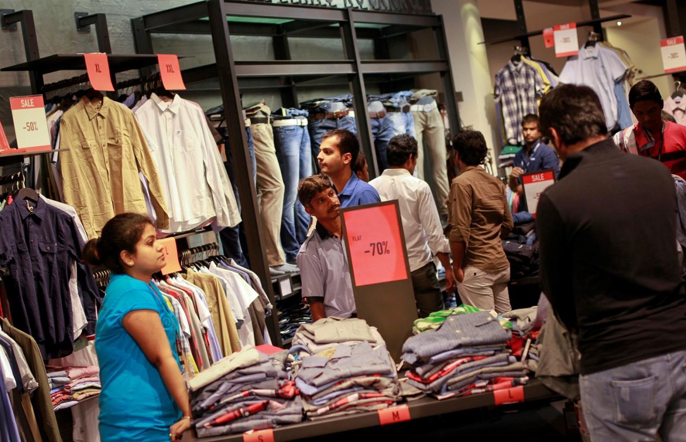 Photo of V-Bazaar, 1-India Family Mart planeja menos lojas de moda em 2020 – Quartz India