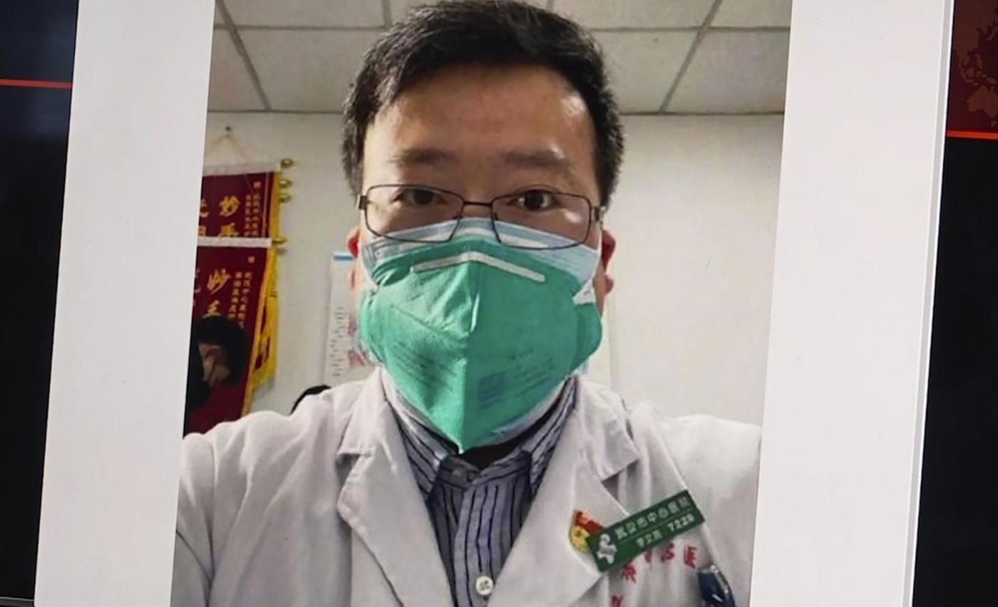 Photo of Morte de coronavírus de médico chinês une o país com raiva – Quartzo
