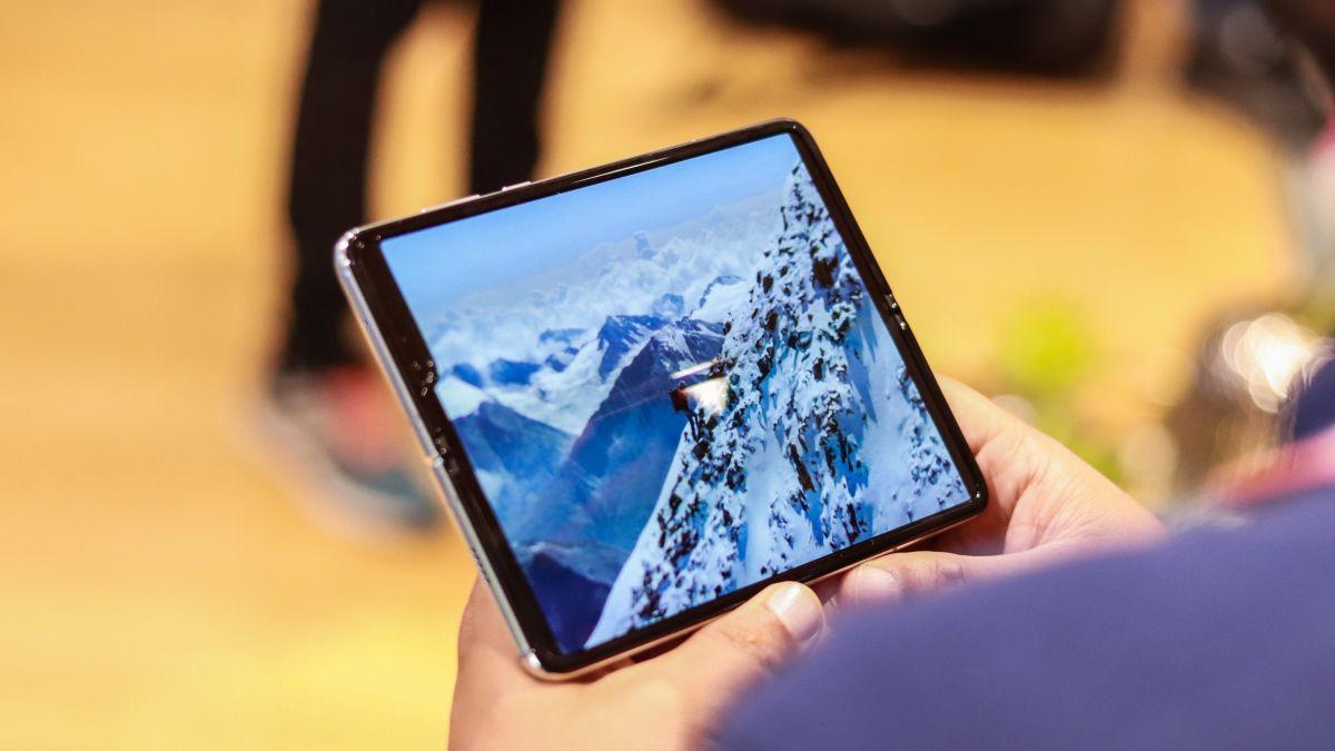 Photo of Novo telefone dobrável da Samsung é quase definitivamente chamado Galaxy Z Flip