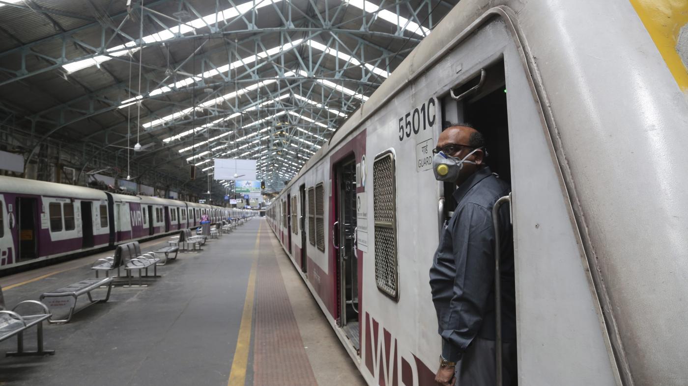 Foto de Bloqueio de coronavírus afeta 75 distritos indianos e para trens – Quartz India