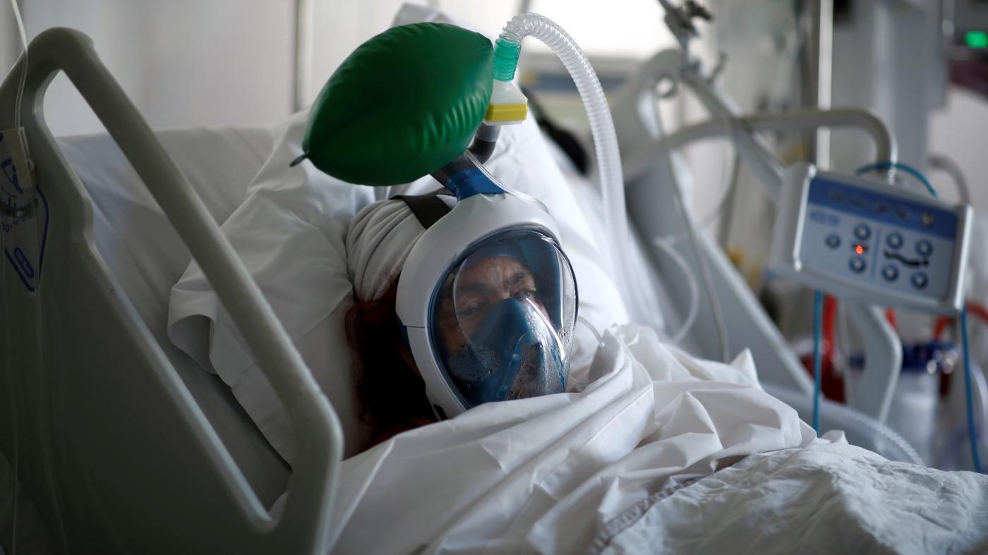 Foto de Médicos que lutam contra o ventilador de Coronavirus Face Catch-22 – quartzo