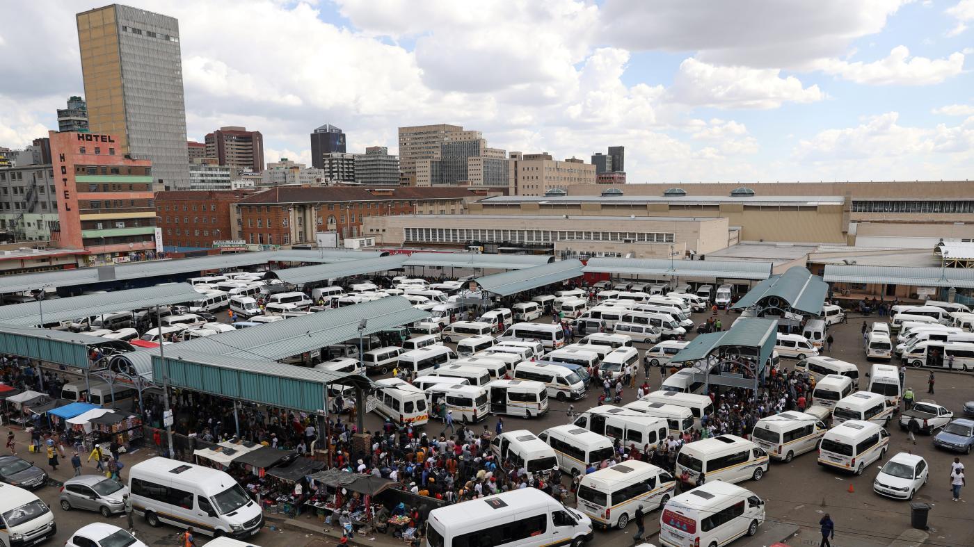 Foto de Covid-19 está destruindo a indústria de microônibus da África do Sul – Quartz Africa