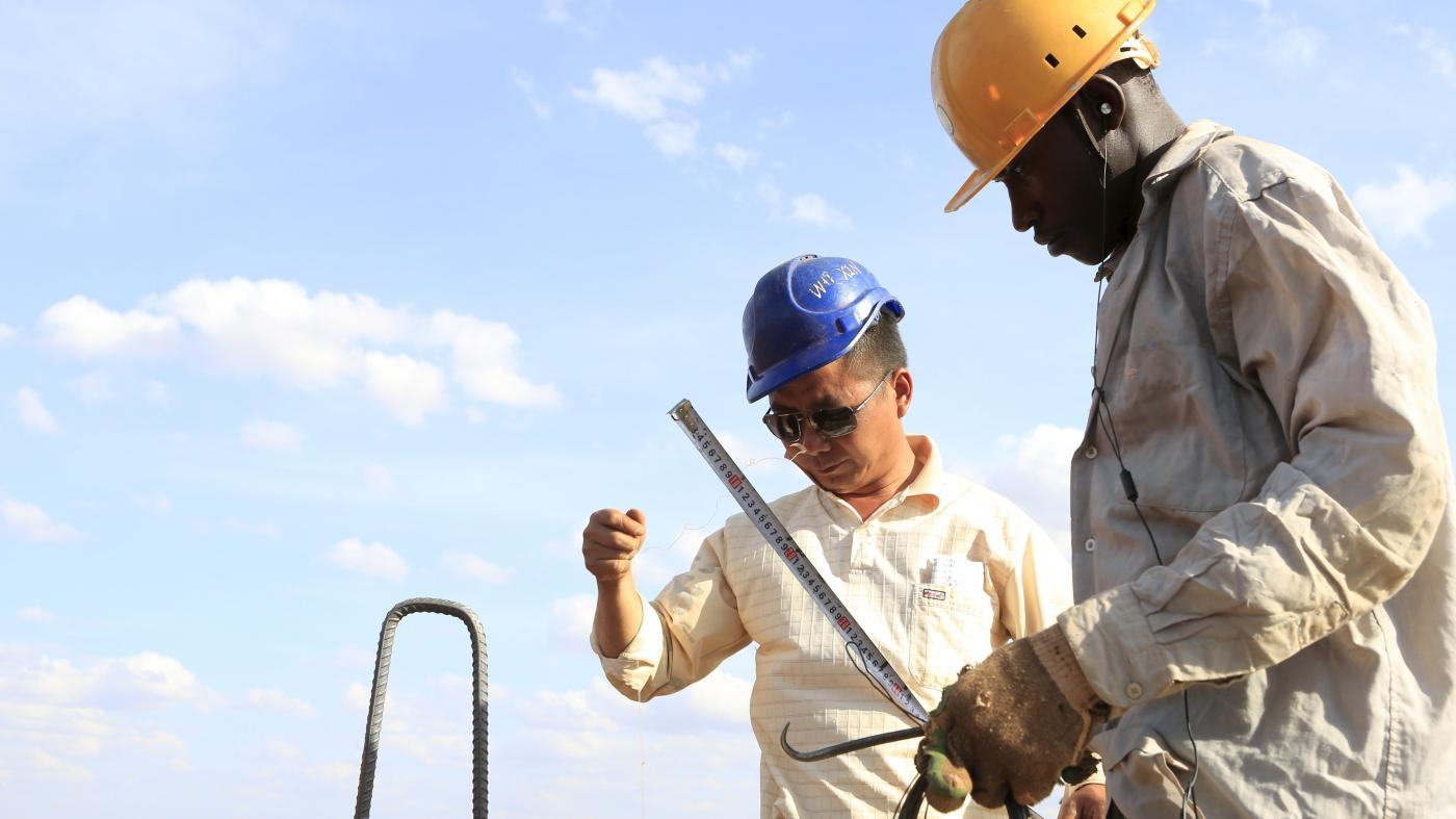 Foto de Trabalhadores migrantes chineses na África e mitos de auto-segregação – Quartz Africa
