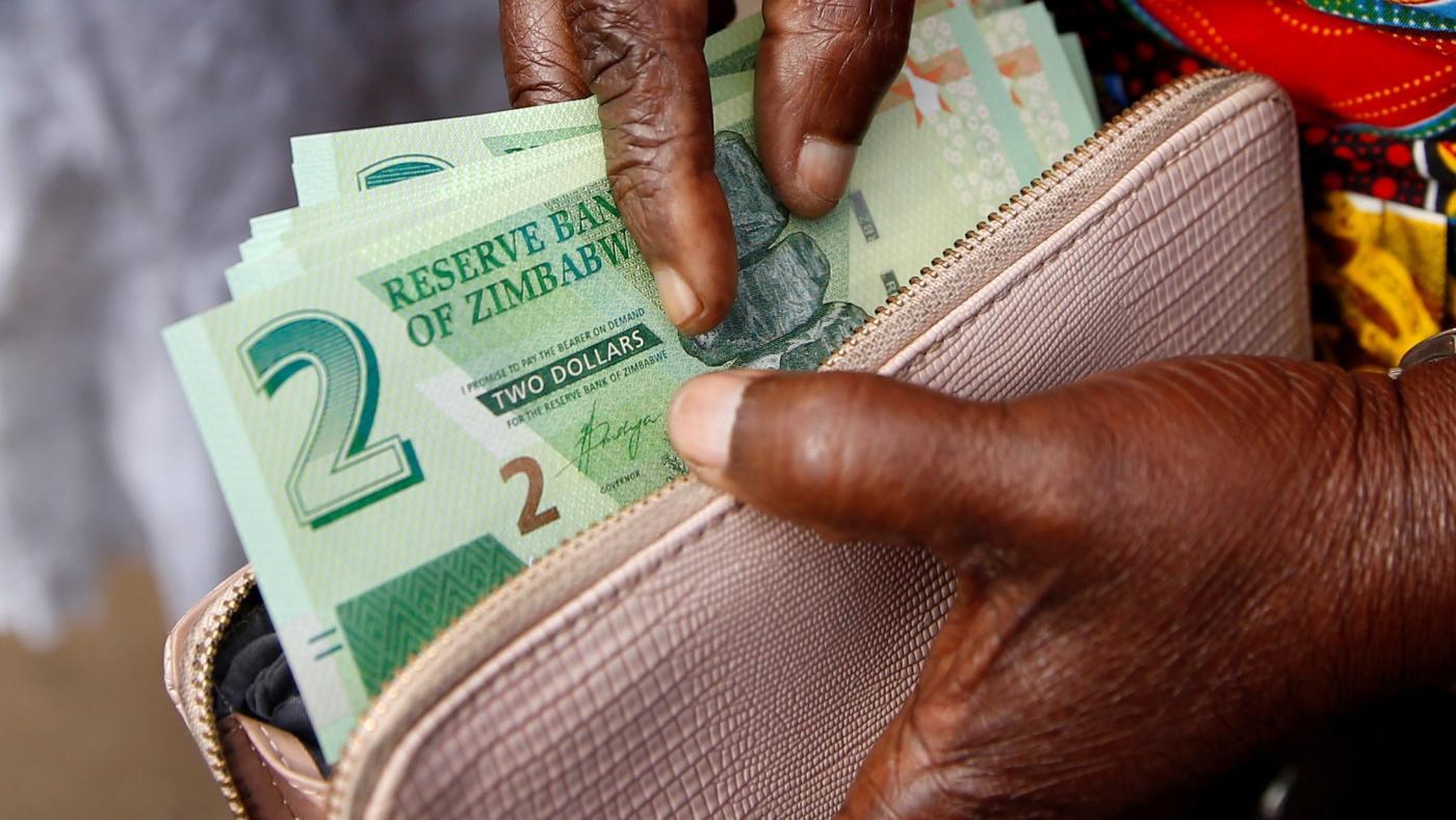 Foto de Zimbábue proíbe dinheiro móvel e mercado de ações com piora da moeda – Quartz Africa