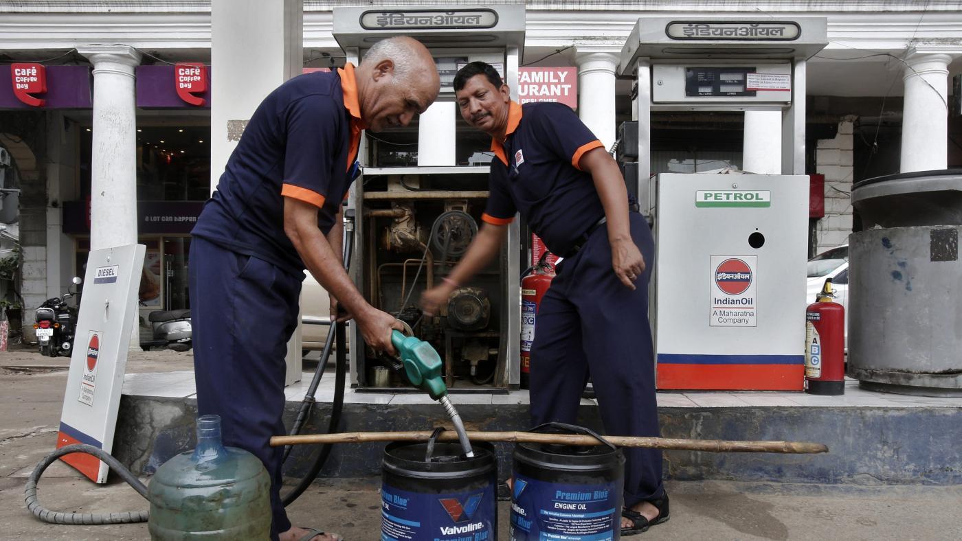 Foto de Por que os preços da gasolina, diesel e gás de cozinha estão aumentando na Índia?