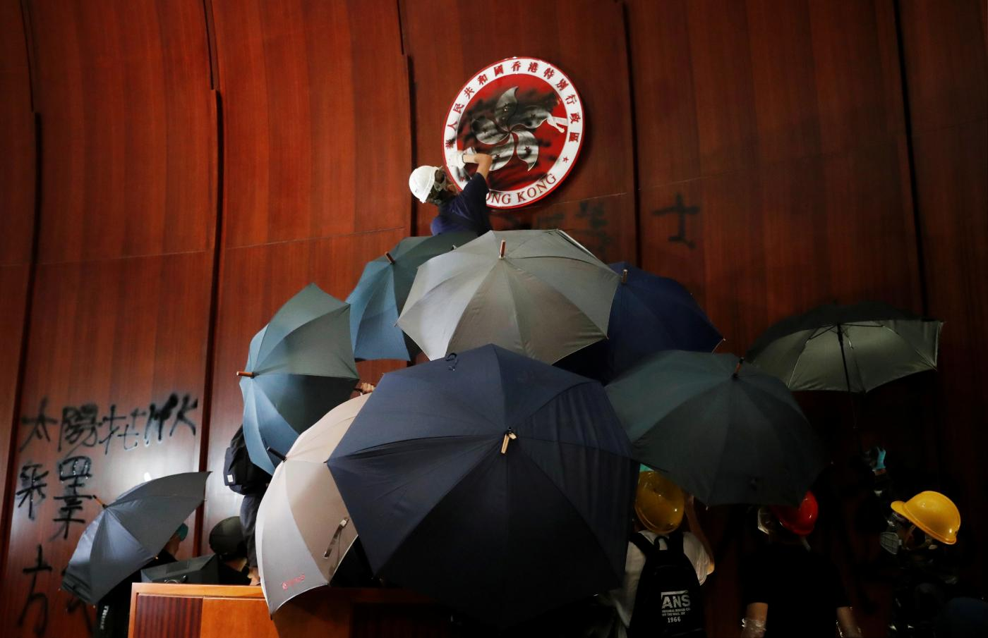 Foto de Candidatos da oposição de Hong Kong desqualificados para concorrer às eleições – Quartzo