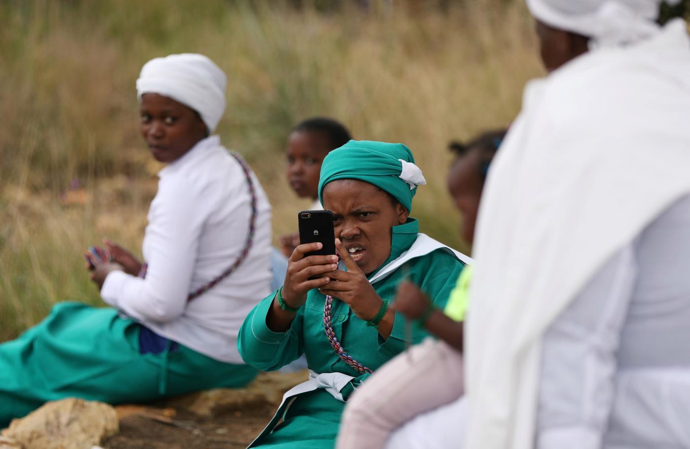 Foto de Africanos pagam três vezes mais por ligações móveis e internet – Quartz Africa