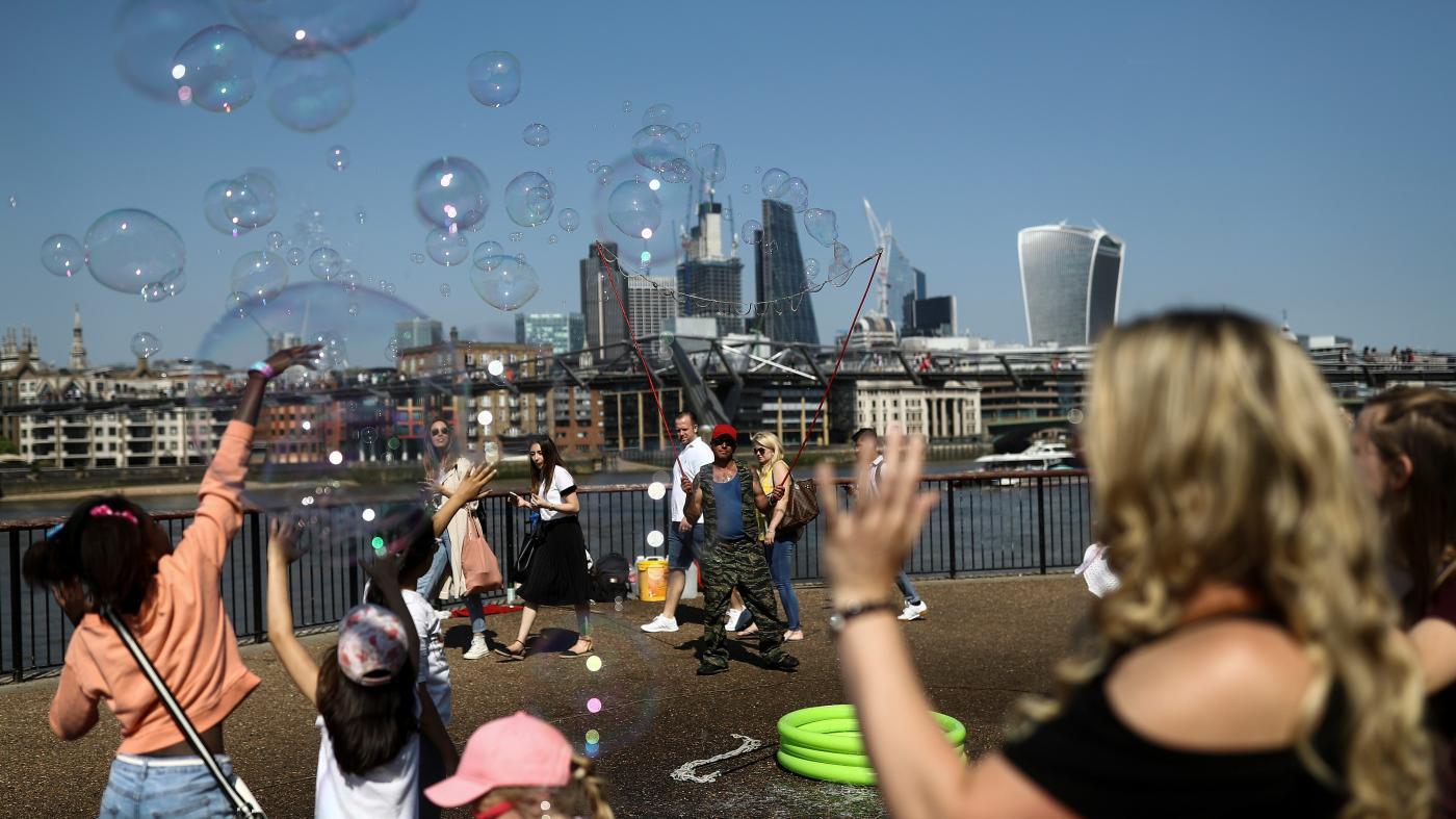 Foto de Recursos para manter bolhas financeiras e negociações – Quartz