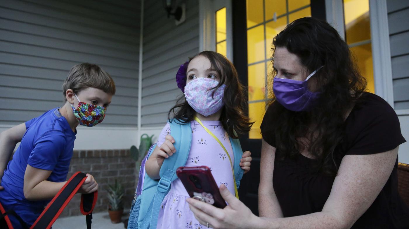 Foto de Dicas para pais que trabalham para equilibrar o fechamento de creches e escolas – Quartz at Work