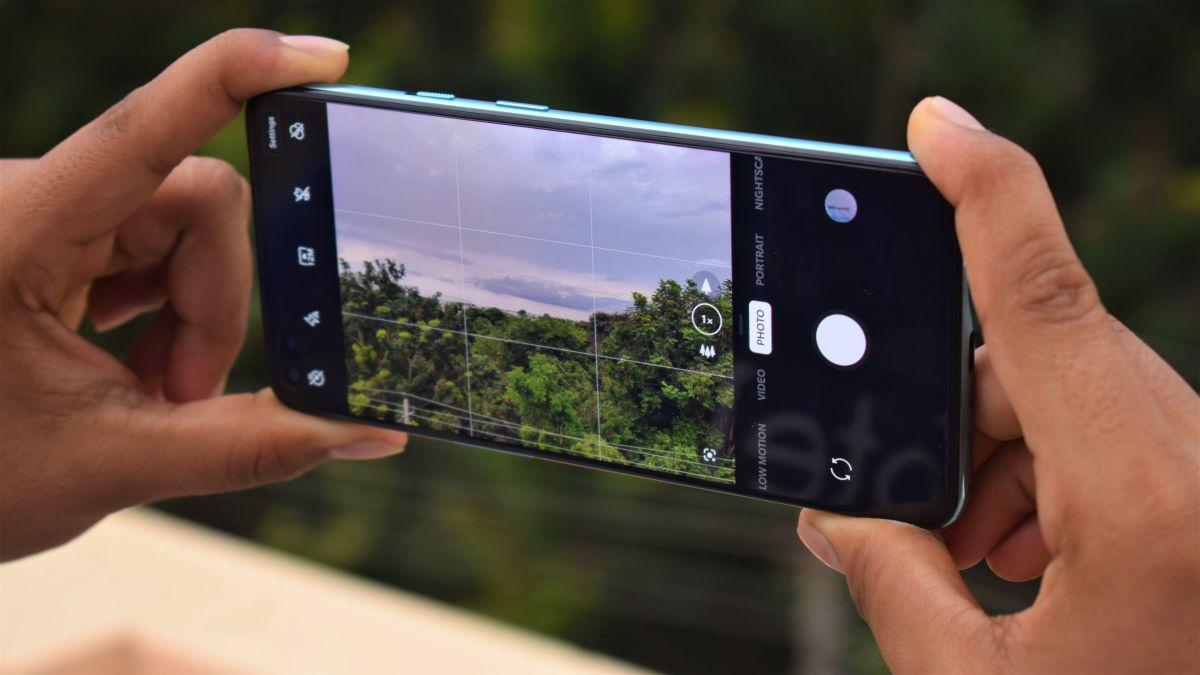 Foto de OnePlus poderia testar a gravação de vídeo de 8K com alta taxa de quadros para futuros telefones