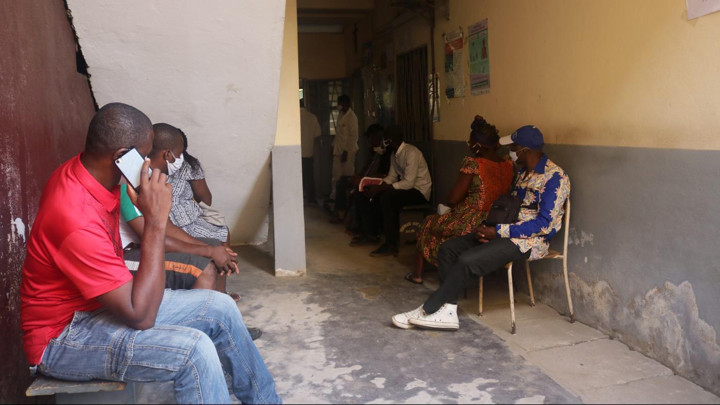 Foto de Camarões quer que os usuários paguem impostos para baixar aplicativos para celular – Quartz Africa