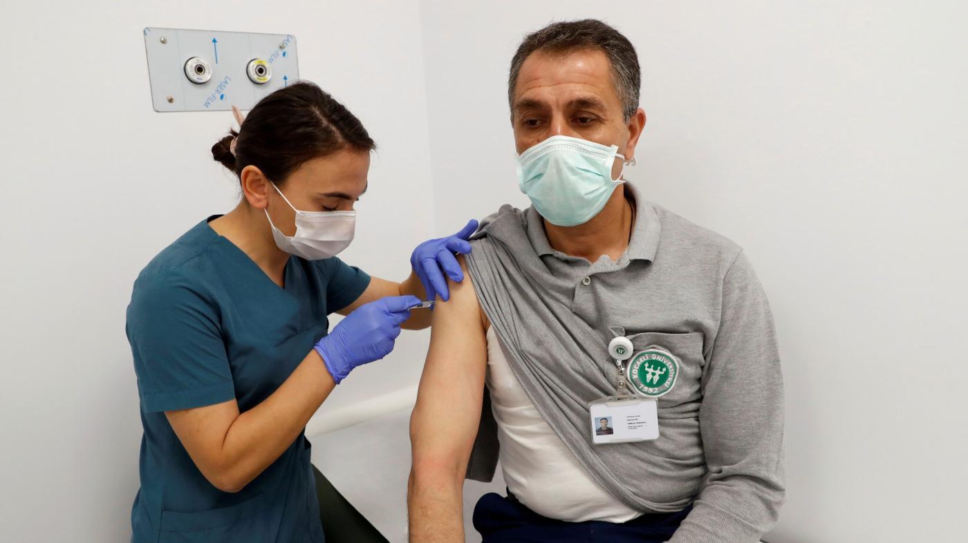 Foto de O recrutamento para o ensaio da vacina Covid-19 funciona contra pessoas de cor – Quartzo