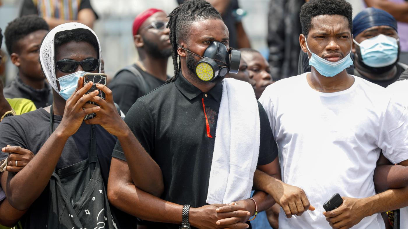 Foto de Protestos nigerianos #EndSARS usam Twitter e WhatsApp para evitar notícias falsas – Quartz Africa