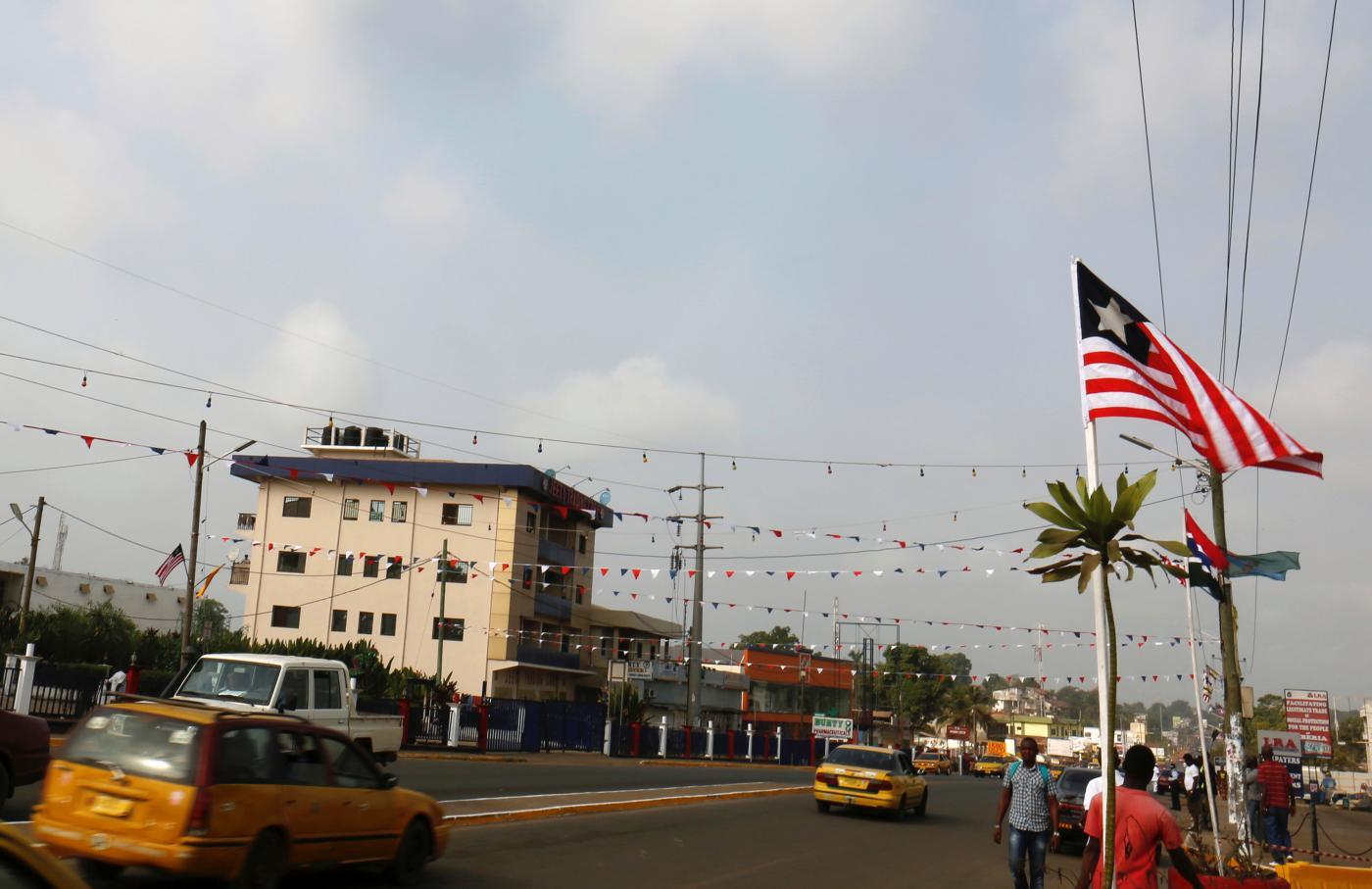 Foto de Liberia Orange e MTN batalham regulador sobre aumentos de preços de celulares – Quartz Africa