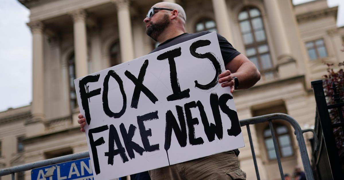 Foto de A Fox News está realmente perdendo espectadores para a Newsmax? – quartzo