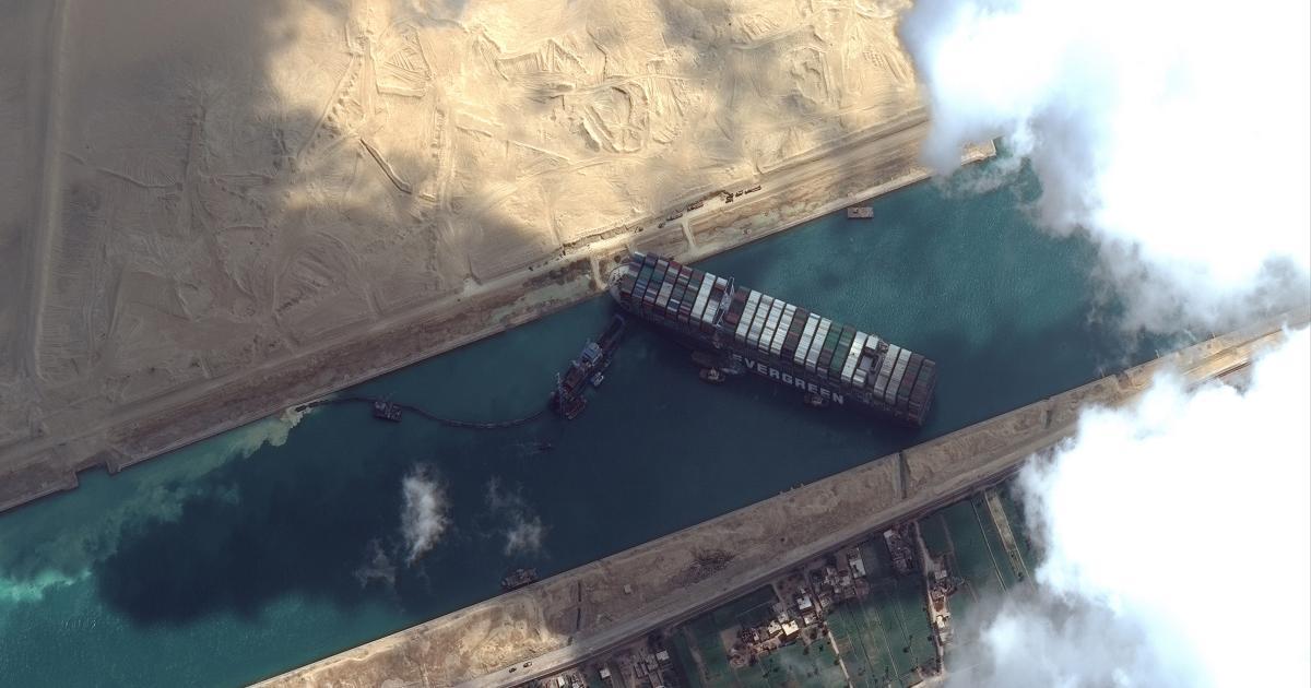 Foto de O mercado global de petróleo ignora o engarrafamento do Canal de Suez, por enquanto – Quartzo