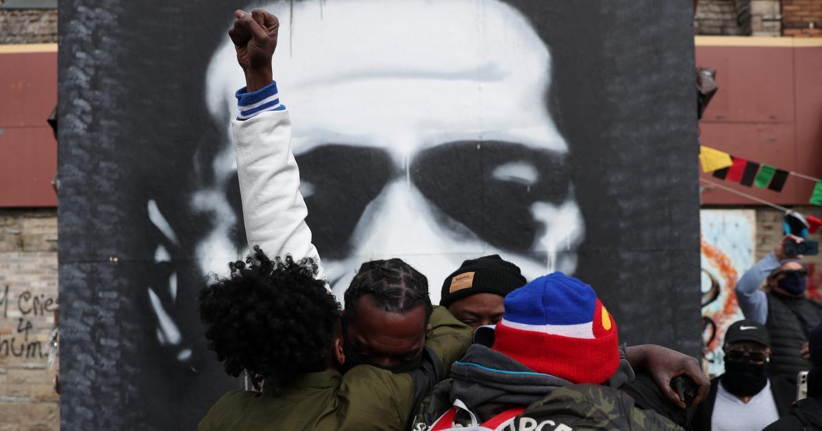 """Foto de Americanos reagindo ao veredicto de """"culpado"""" de Chauvin em fotos – Quartz"""