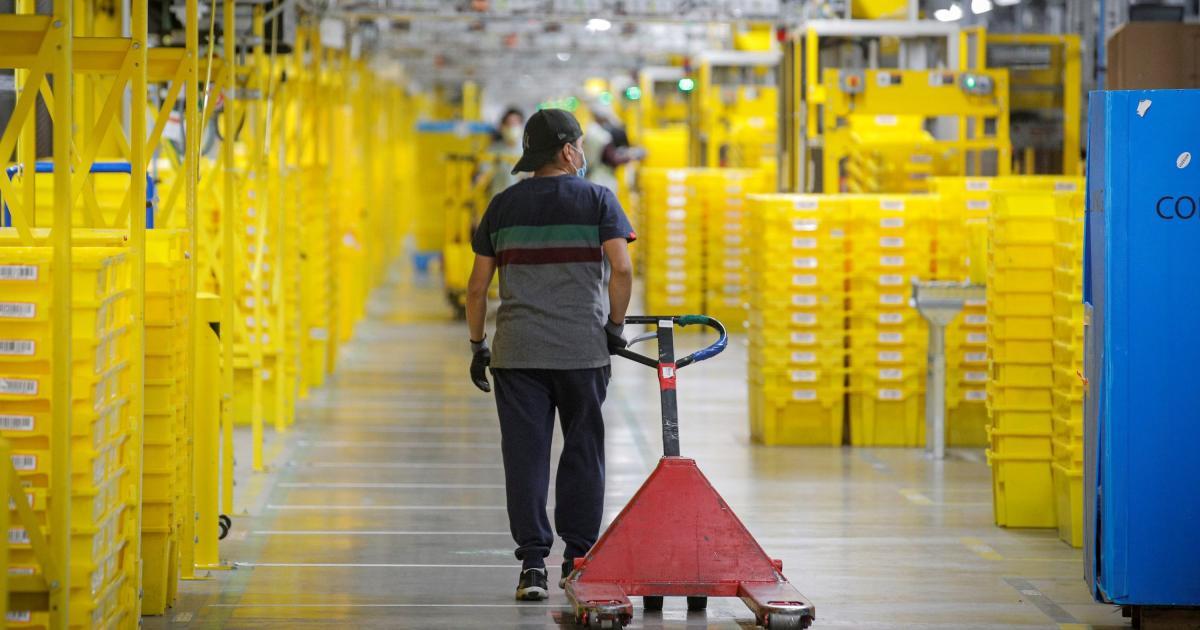 Foto de O que os funcionários do armazém da Amazon realmente querem: quartzo no trabalho